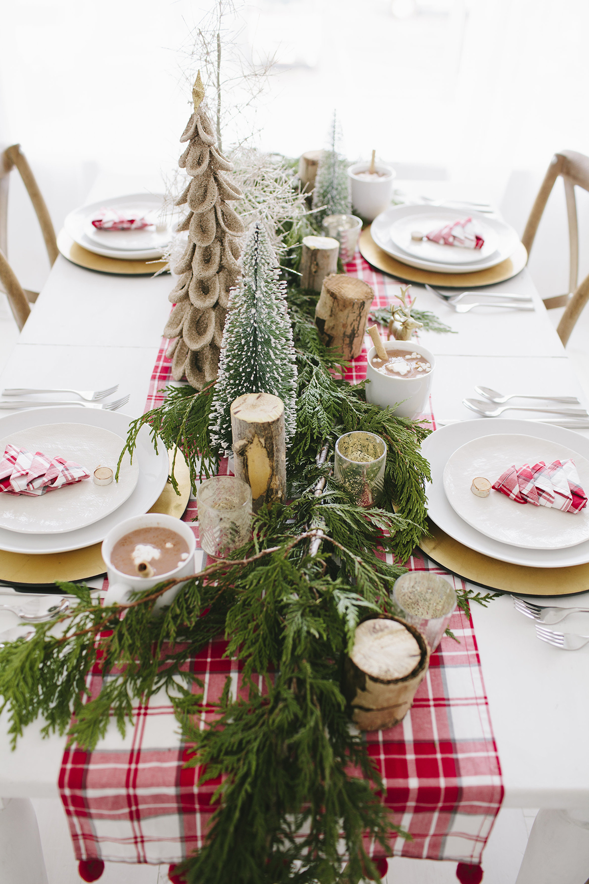 woodsy Christmas easy DIY holiday centerpieces