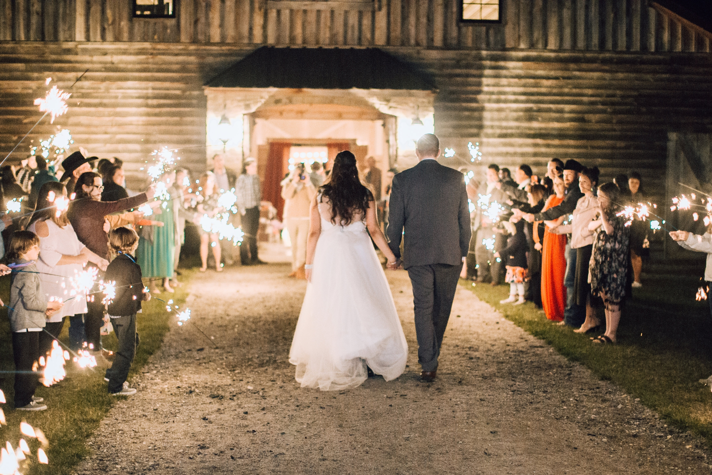 The Most Pretty Rustic Barn Wedding In The Kansas Countryside