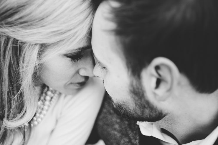 Close up engagement photo in winter engagement shoot (Rogue Art Photography)